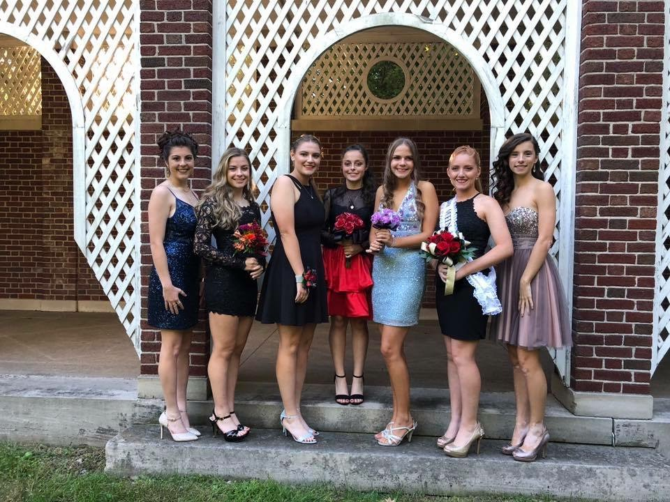 homecoming-pic-of-all-girls