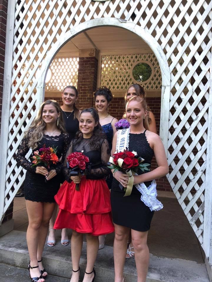 homecoming-pic-of-girls-only