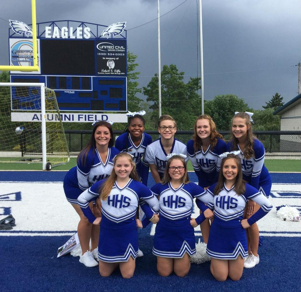 cheerleaders-on-the-field